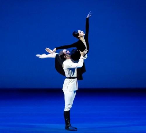 Дуэт из балета «Мата Хари» танцуют М.Махатели и Дж.Стаут