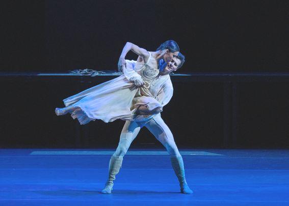 25. Па де де из балета «Ромео и Джульетта» исполняют Э.К.Кабрера и И.Зайцев