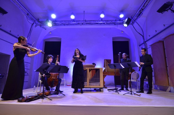 Испанский ансамбль Dichos Diabolos.