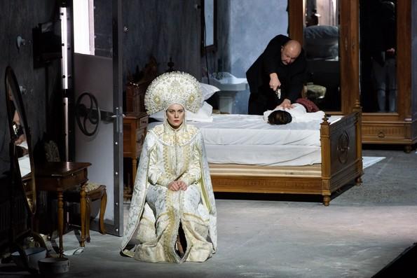 Настасья (Е.Гусева) в своей спальне