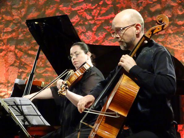 Играют Сесилия Берковияч и Матьё Лежён.