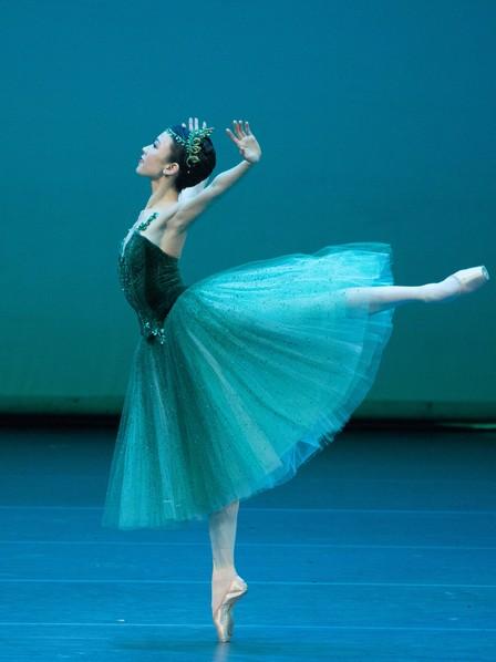 Сэ Ын Пак в соло из балета «Изумруды»