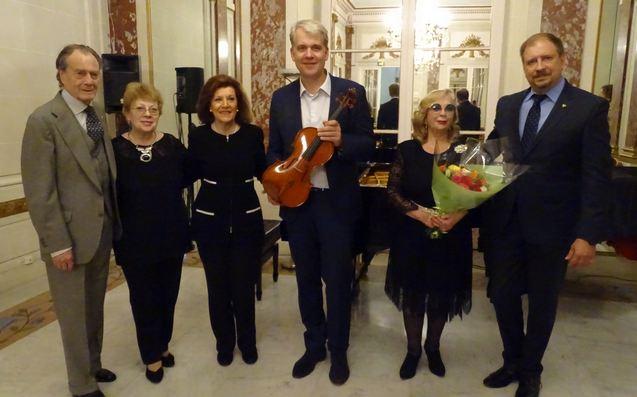 Слева-направо: П.Шереметьев, О.Шюдтц, Э.Шереметьева, А.Шюдтц, С.Калинина, К.Волков