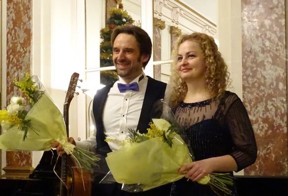 Виктор Коротич и Ольга Челова на заключительных поклонах