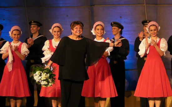 Елена Щербакова и артисты ансамбля в ореоле оваций