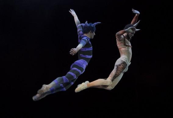Танцуют Пак и Оберон