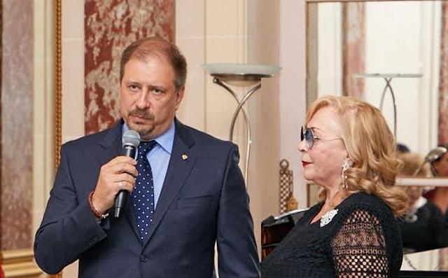0. Константин Волков и Стелла Калинина открывают вечер