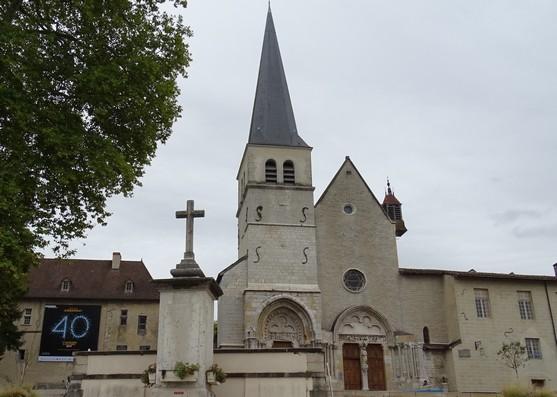 Старинная церковь аббатства Амбронея.